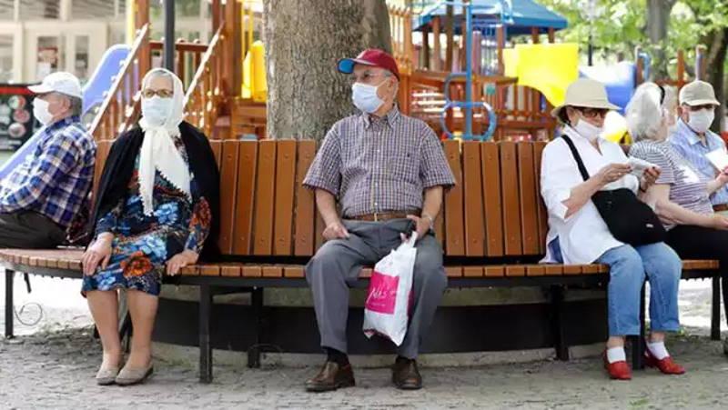 24 турецких провинции ограничили пожилых людей
