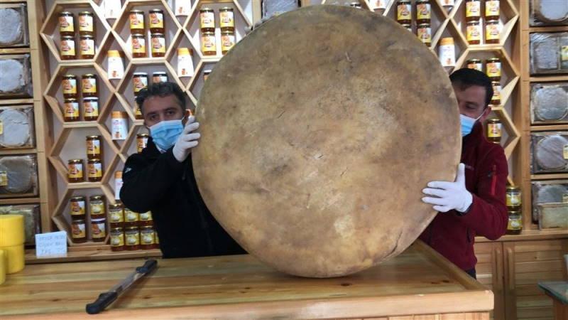 100-килограммовая головка сыра из Карса