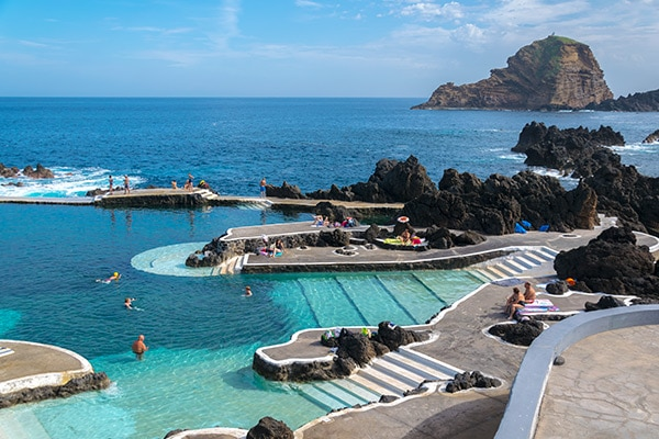 Les piscines naturelles de porto moniz for Prix piscine naturelle