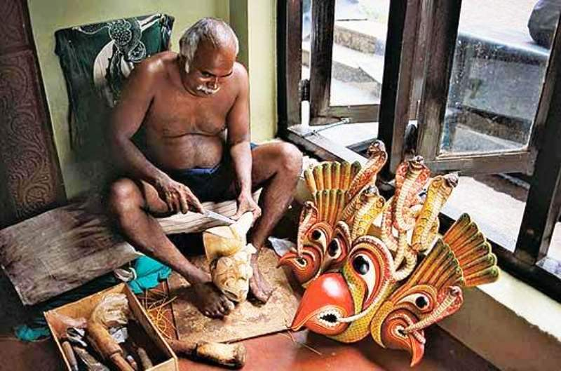 Glimpse into the tradition of arts and crafts of sri lanka for Arts and crafts industry
