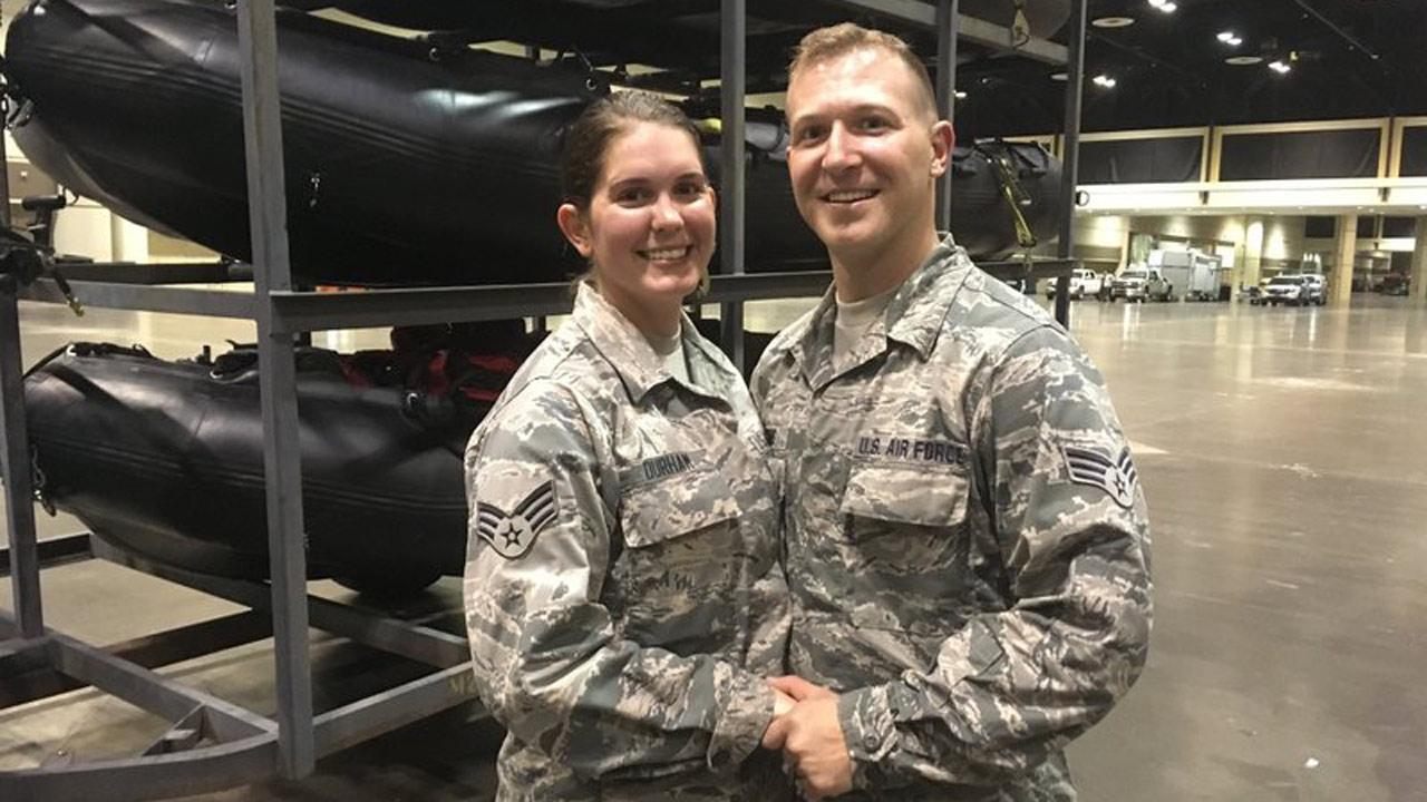 guard-couple-ap_630386