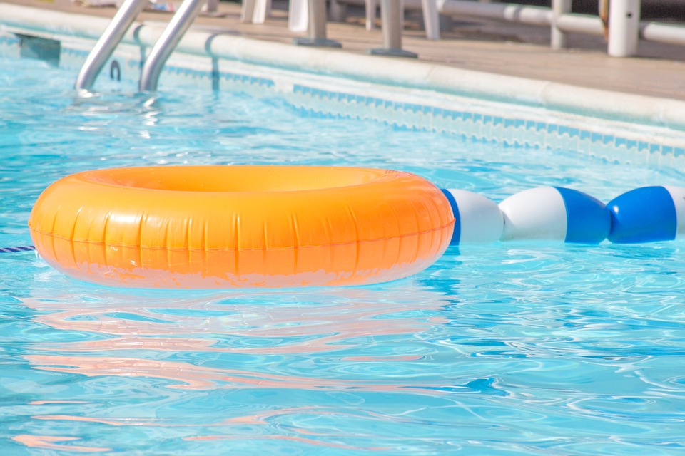 swimmingpool_1529673729562
