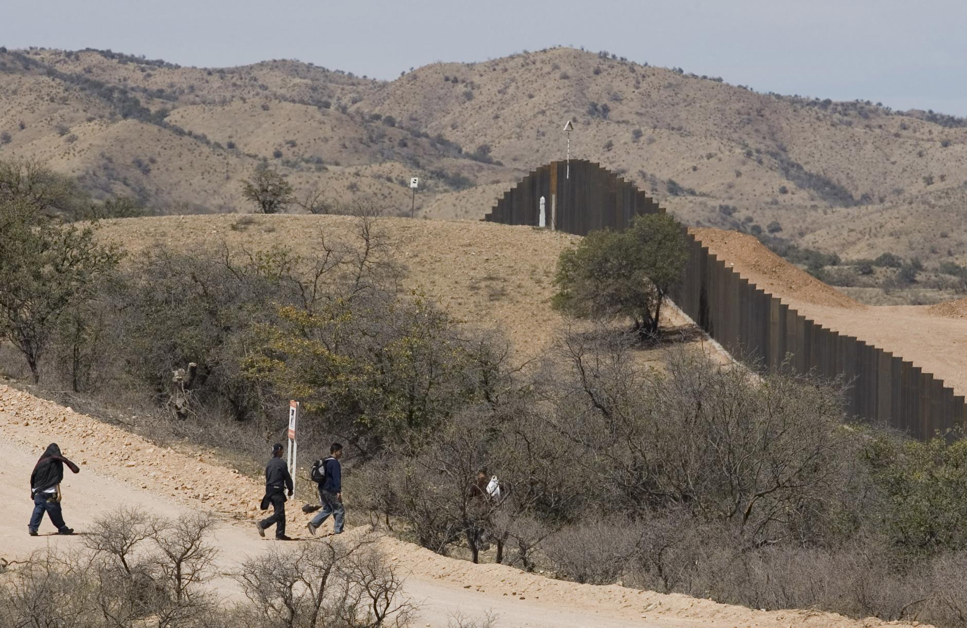 APTOPIX Mexico US Border Fence_542889