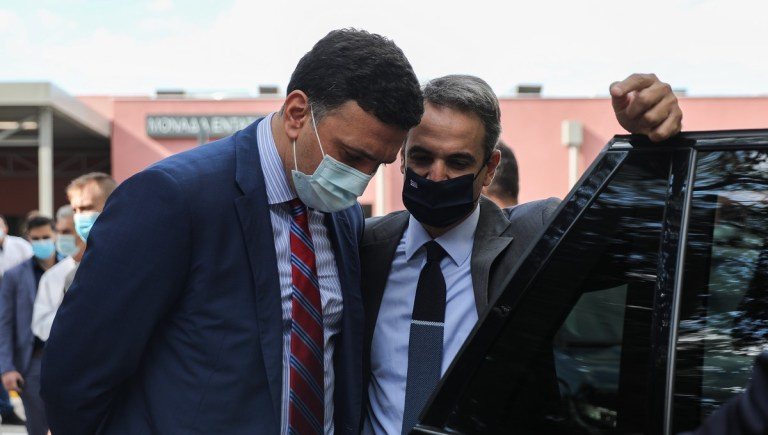 O πρωθυπουργός Κυριάκος Μητσοτάκης και ο υπουργός Υγείας Βασίλης Κικίλιας στην  τελετή εγκαινίων 50 κλινών ΜΕΘ στο