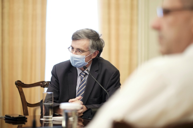 O καθηγητής λοιμωξιολογίας, Σωτήρης Τσιόδρας,  έχει τακτική και άμεση επαφή με τον Πρωθυπουργό για όλα τα ζητήματα που αφορούν τη νόσο Covid-19.