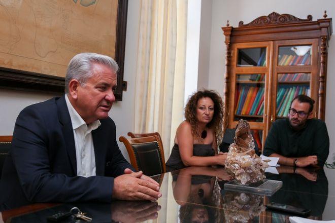 Ο Δήμαρχος Λαυρεωτικής Δημήτρης Λουκάς με τους συνεργάτες του