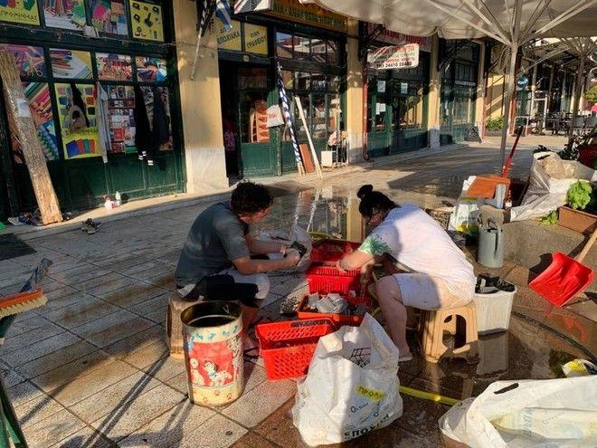 Οι κάτοικοι της Καρδίτσας προσπαθούν να επιστρέψουν στους ρυθμούς πριν τον