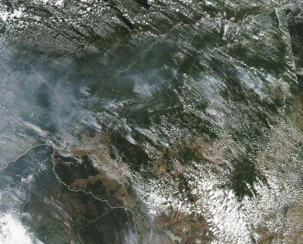 Φωτογραφία από δορυφόρο της NASA απεικονίζει τον φλεγόμενο Αμαζόνιο