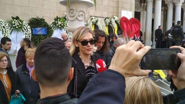 Σάσα Σταμάτη στην κηδεία του ηθοποιού Κώστα Βουτσά στην Αθήνα την Παρασκευή 28 Φεβρουαρίου 2020