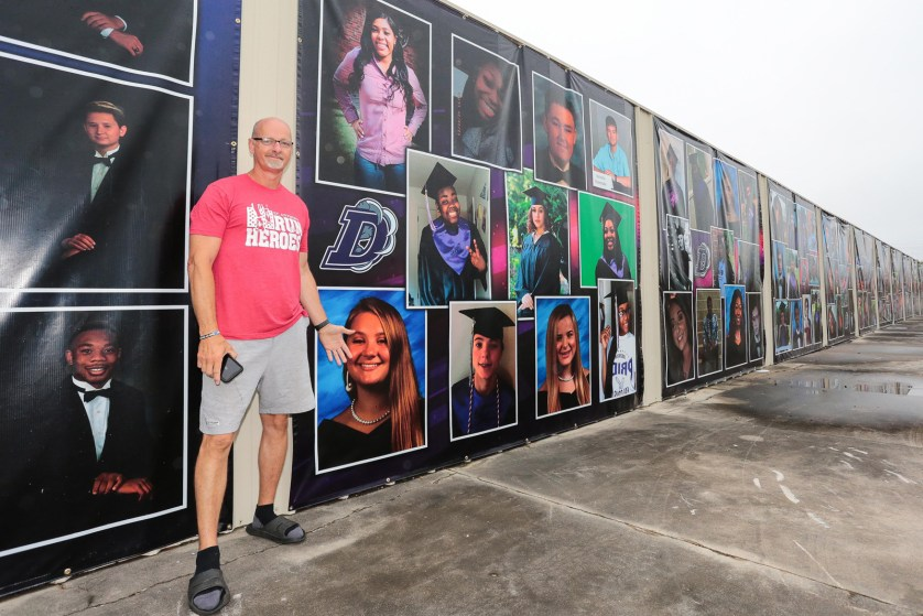 Photo mural honors area grads