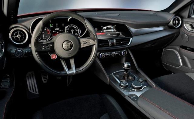 Alfa-Romeo-Giulia-interior-696x427