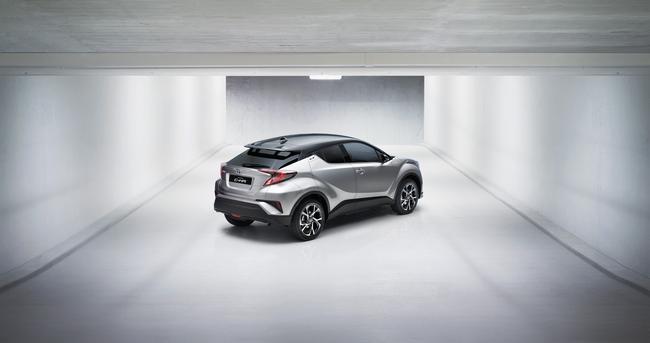 2016+GMS_Toyota+C-HR_03__mid