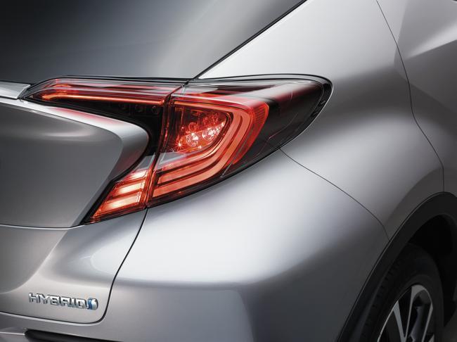 2016+GMS_Toyota+C-HR_04__mid