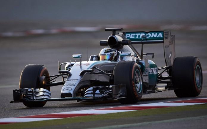 Lewis-Hamilton-Mercedes-2015-F1-testing-Barcelona-8-696x435
