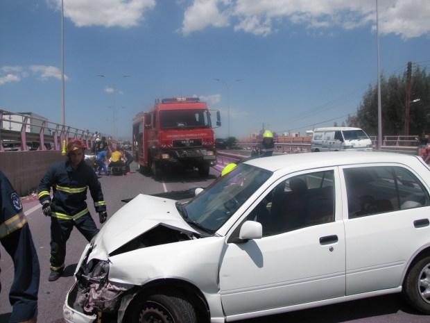 Λήφθηκε μήνυμα στην Πυροσβεστική Υπηρεσία για απεκλωβισμό τραυματιών μετά από τροχαία σύγκρουση στον δρόμο Λευκωσίας – Ανθούπολης παρα τον κυκλικό κόμβο Αρχαγγέλου.