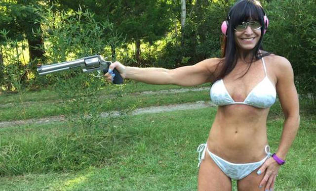 the_farm_girl_who_makes_a_living_by_doing_everything_in_a_bikini_640_04