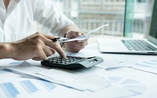 Υπολογισμός φόρων και λογαριασμών σε κομπιουτεράκι