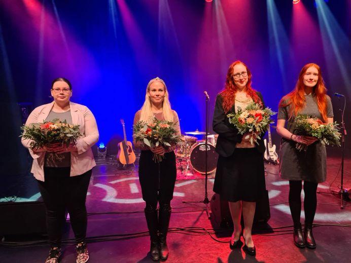 Kuvassa vasemmalta vapaaehtoinen Pipsa, MLL:n koordinaattori Karoliina Tukiainen, vapaaehtoiset Lea ja Melissa. Kuva: Marjo Nurminen