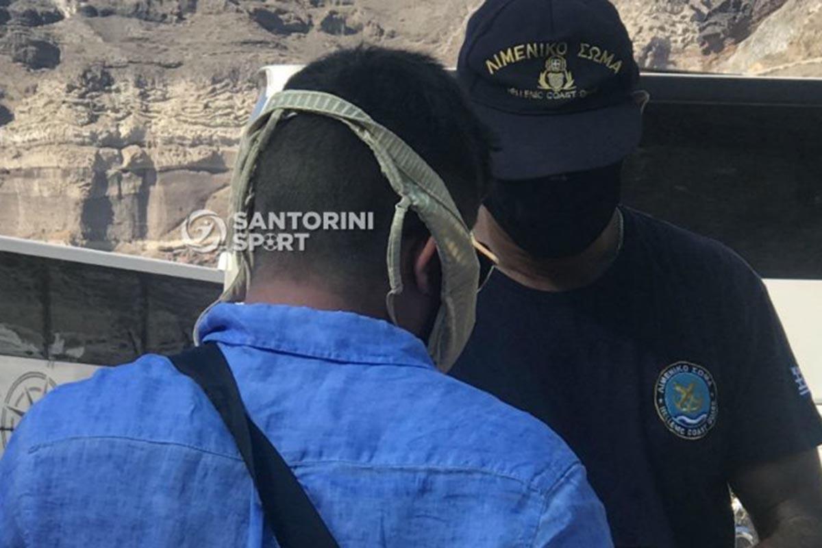 Τουρίστας στο λιμάνι της Σαντορίνης φόρεσε το μαγιό της γυναίκας του αντί για μάσκα