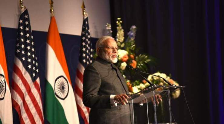 Prime Minister Narendra Modi met and discussed with a group of American CEOs that 'India's growth presents a win-win combination for both India and the U.S'.