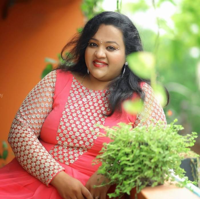Singer Surmukhi Raman Photos