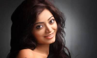 Janani Iyer Images