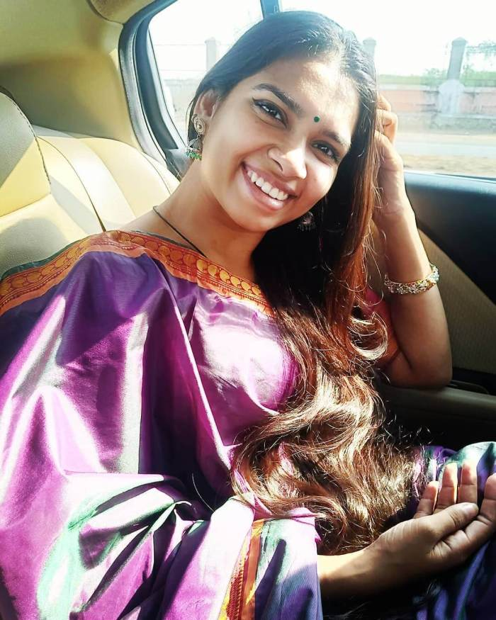 M  M  Manasi Wiki, Biography, Age, Family, Songs, Images
