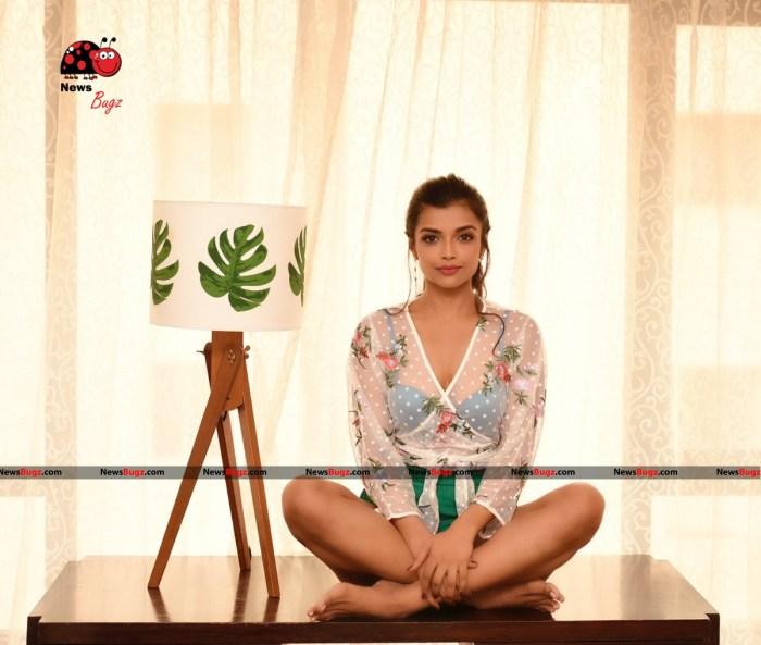 Ashna Zaveri Images
