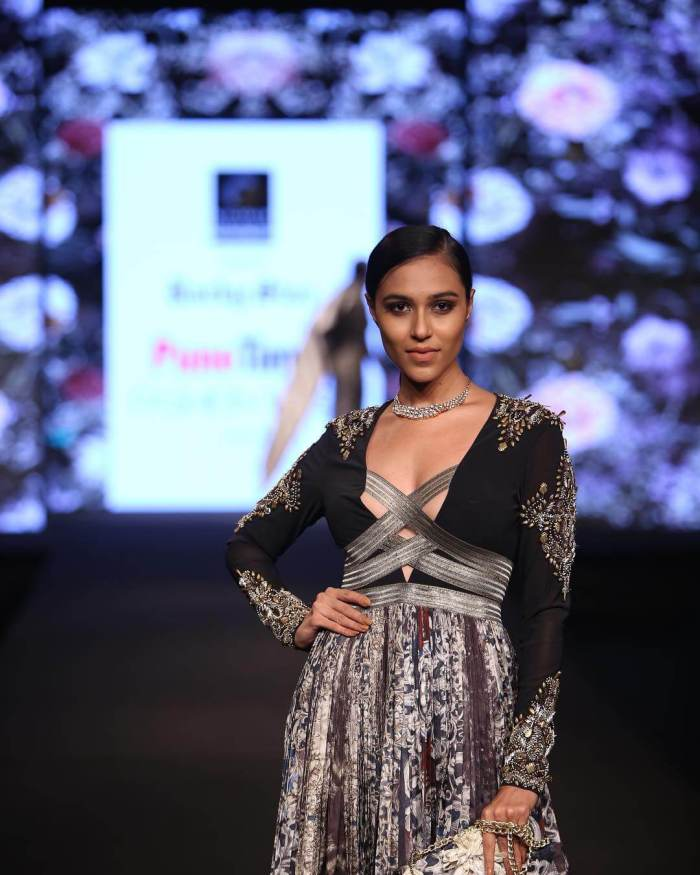 Riya Subodh Images