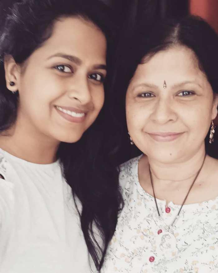 Sadhika Venugopal with mother Panjamy Venugopal