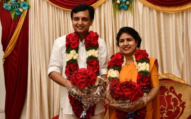 Veena Vijayan (Pinarayi Vijayan Daughter) Wiki, Biography, Age, Family, Images