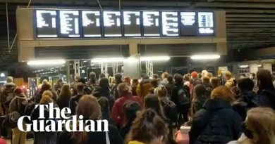 London's St Pancras station packed as travellers flee tier 4 restrictions on Saturday