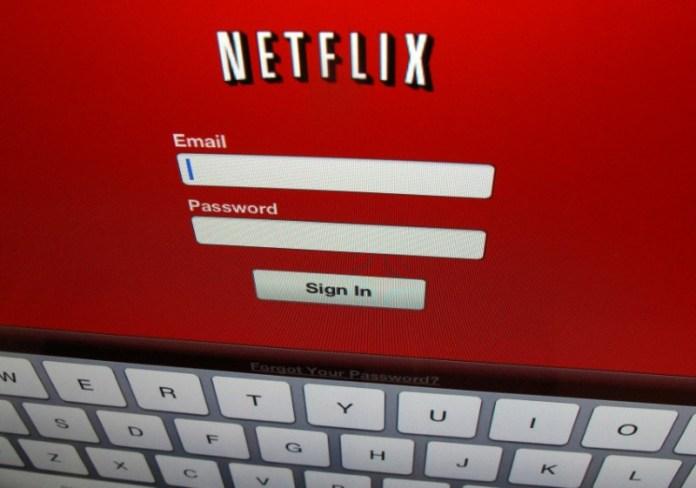 © Reuters.  Netflix Falls 3.09%