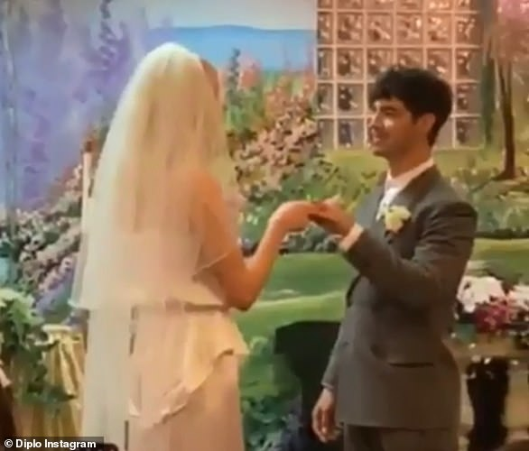 Surprise!Sophie Turner and Joe Jonas shocked fans when they married at the famous chapel in a surprise ceremony hours after the Billboard Music Awards