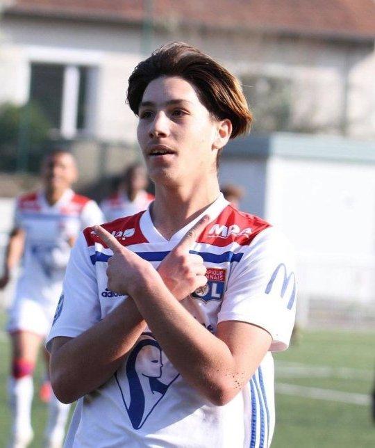 METRO GRAB - United in talks with 16-year-old kid from Lyon From @MUnitedFR/Twitter https://twitter.com/MUnitedFR/status/1151521637612830720