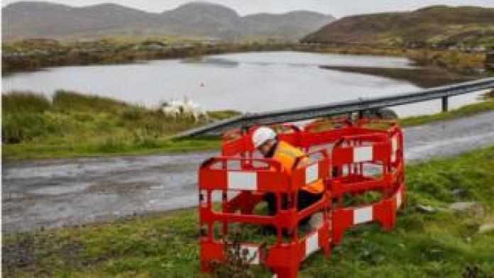 Full-fibre broadband installation