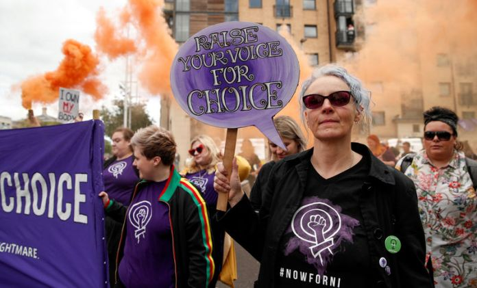 © Reuters. FILE PHOTO: Pro-choice demonstrators take part in a march in Belfast