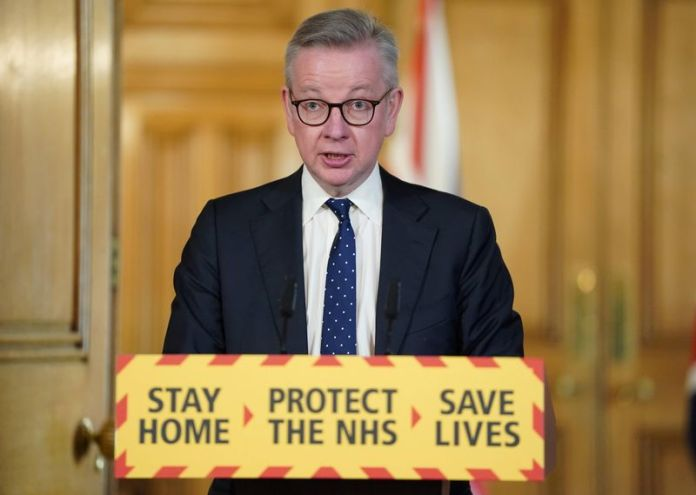 © Reuters. Britain's Chancellor of the Duchy of Lancaster Michael Gove speaks at a digital news conference on the coronavirus disease (COVID-19) outbreak, in 10 Downing Street in London