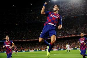 Luis Suárez celebrates after scoring for Barcelona against Sevilla in October 2019.