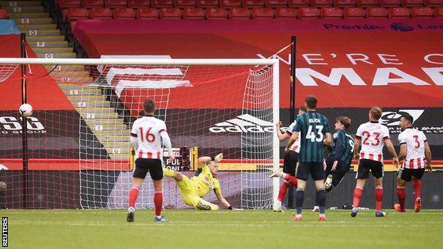 Patrick Bamford scores late on for Leeds