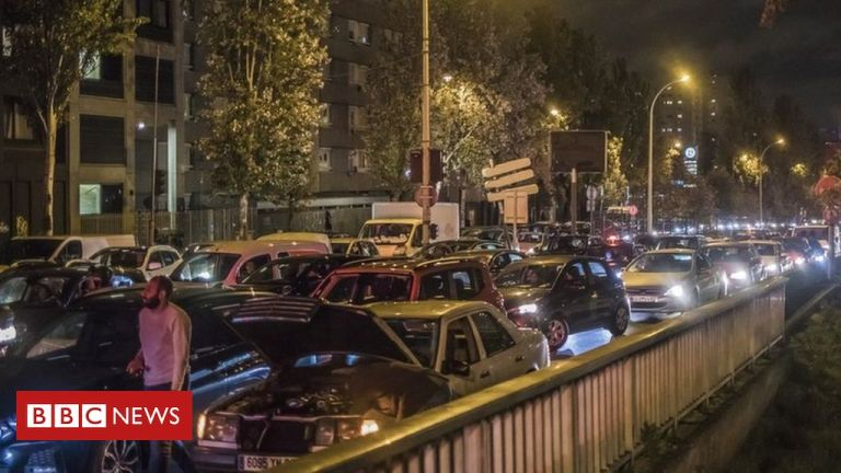 Covid-19: Record traffic around Paris as second French lockdown begins
