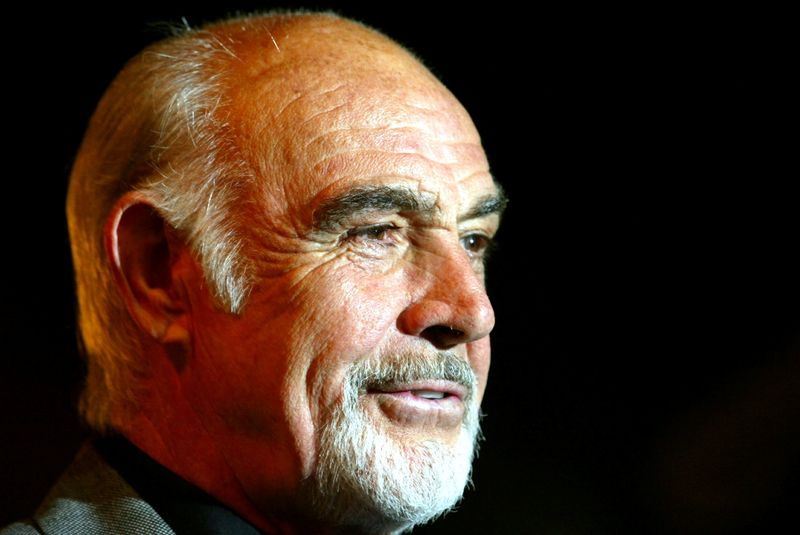 © Reuters. FILE PHOTO: British actor Sean Connery arrives for the premiere of his latest film 'The League of Extraordinary Gentlemen', at the Odeon, Leicester Square, London