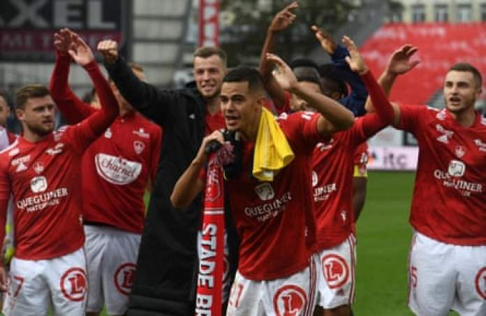 Brest players enjoy the moment after beating Monaco 1-0 at the Stade Francis-Le Blé.