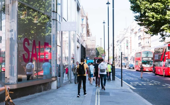 UK footfall declines for second consecutive week