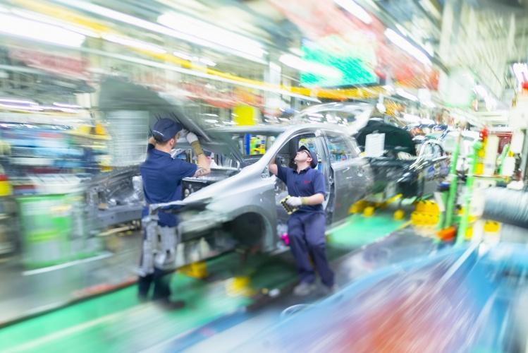 Car production slump prompts plea for Brexit deal