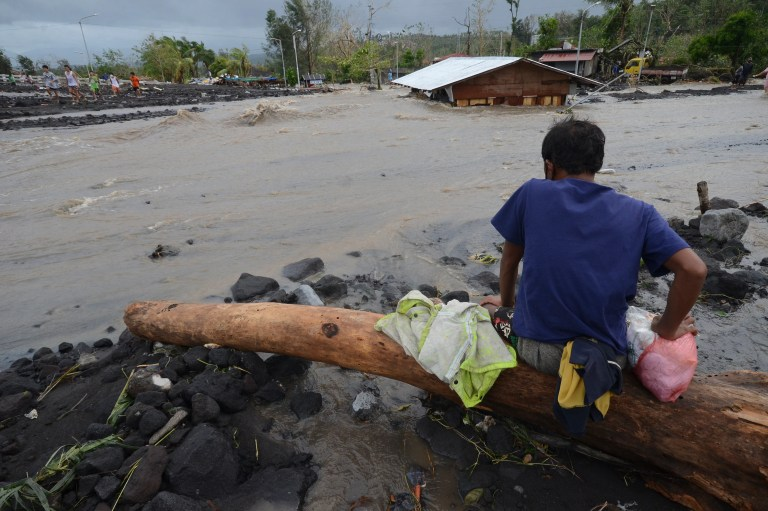 Super Typhoon Kills At Least 7 in Philippines | Voice of America – English