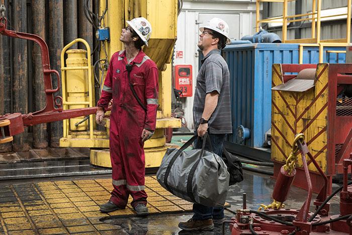 Mark Wahlberg e Dylan O'Brien in Deepwater - Inferno sull'Oceano