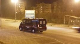 Isernia : perquisizioni in corso e controlli dei Carabinieri con unità cinofile lungo viale dei Pentri e in altre zone della città.