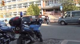 Isernia: riapertura scuole, la Polizia riprende i controlli all'esterno degli istituti. Guarda il video.