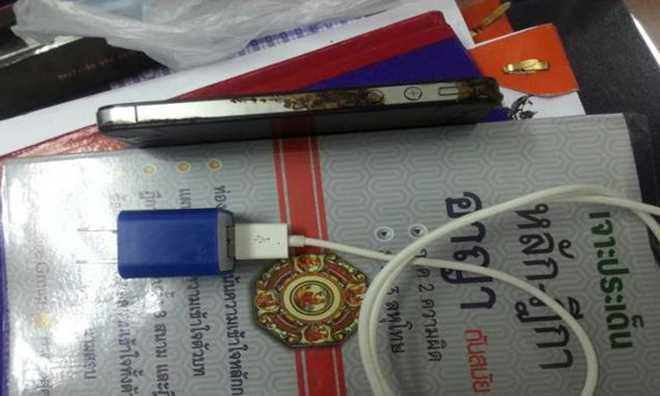 iPhone 4S: un altro caso di folgorazione da caricabatterie non originale